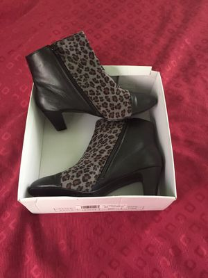 11w Leopard zip up boots for Sale in Detroit, MI