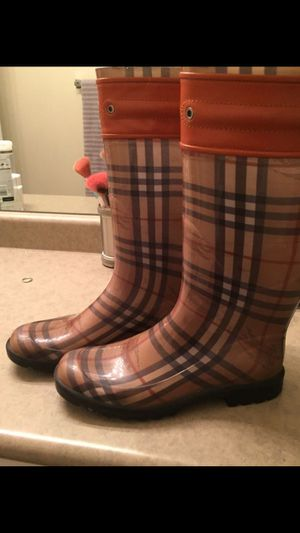 Original Burberry rain boots size 8 for Sale in Englewood, CO