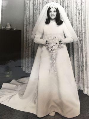 Vintage Wedding Dress for Sale in Cropwell, AL