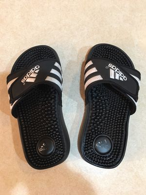 Boys Addidas Adissage sandals Size: 1 Color: Black/White Retail: $25.00 No trades Pick up only 77090 Area for Sale in Houston, TX