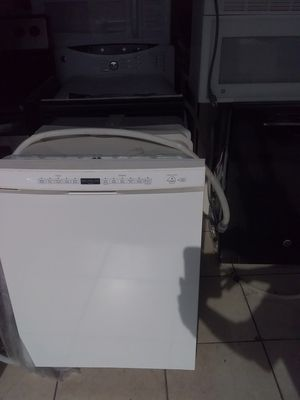 White Kenmore dishwasher with plastic tub in excellent working condition for Sale in Kissimmee, FL