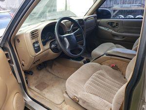 Chevy s10 Blazer 2001 for Sale in Houston, TX
