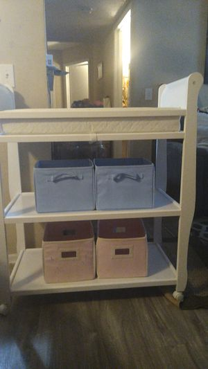 Changing table whit accessories for Sale in Hilliard, OH