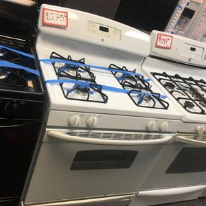 GE GAS STOVE IN EXCELLENT CONDITION for Sale in Laurel, MD