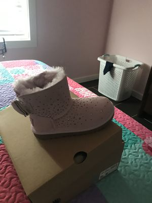 Little girls and boys, ladies clothing. , all clothing depend on certain pieces, but nothing is over $5 ugh boots brand new, size 12 pice discuss for Sale in Houston, TX