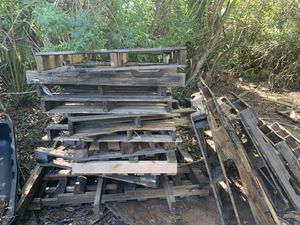 Heat treated skids / pallets for use or firewood. FREEFREE FREE for Sale in Punta Gorda, FL