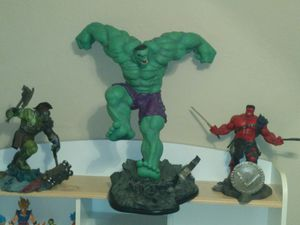 Slideshow Collectable Hulk Statue for Sale in Houston, TX