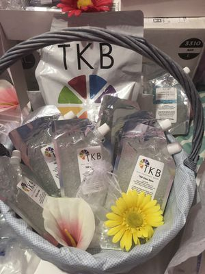 TKB Lip Gloss Base 5.5oz for Sale in WARRENSVL HTS, OH