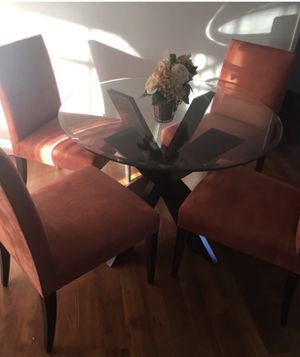 Glass table of 4 chairs for Sale in Hayward, CA