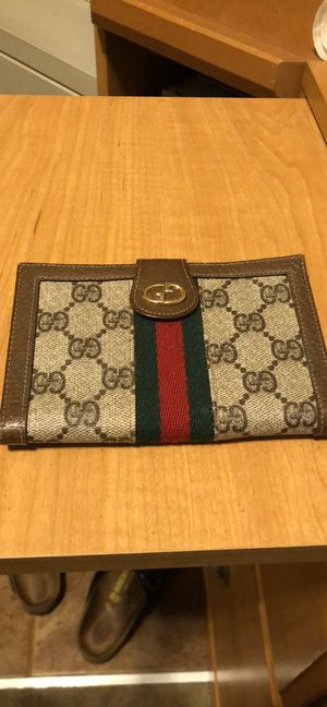 Gucci vintage GG supreme canvas leather wallet for Sale in Castro Valley, CA