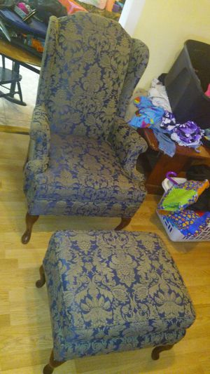 Chair & Ottoman Set for Sale in Tampa, FL