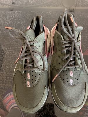 Green/pink Air Huarche by Nike size 7.5 for Sale in North Las Vegas, NV