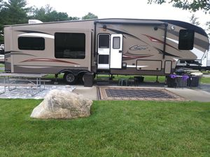 2014 COUGAR HIGH COUNTRY Series M-333 MKS for Sale in Easton, MA