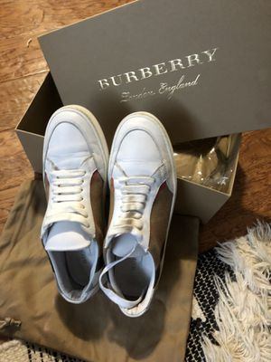 AUTHENTIC BURBERRY SHOES 39.5 for Sale in Dallas, TX