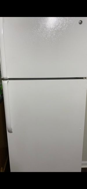 GE White Refrigerator for Sale in Charlotte, NC