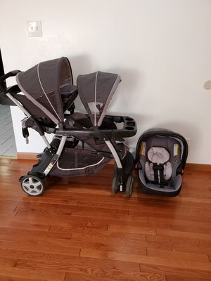 Double stroller with baby car seat for Sale in Chicago, IL