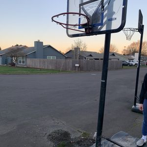 FREE BASKETBALL HOOP for Sale in Vancouver, WA