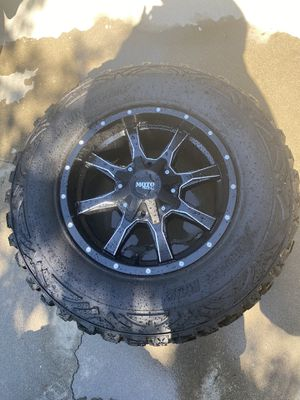 "Set of 5 18x9 Moto Metal (MO970) Rims with 33"" Pro Comp Extreme MT2 for Sale in Turlock, CA"