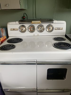 1995 crosley antique stove/oven for Sale in Falling Waters, WV