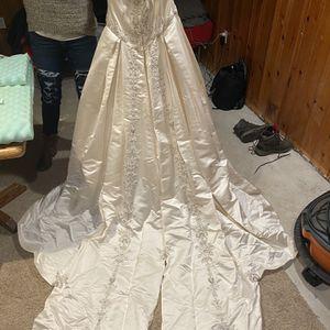 Beautiful Mariella Creations Wedding Dress for Sale in East Hartford, CT