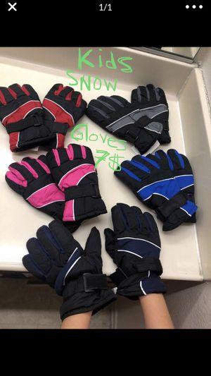 Snow gloves KIDS 7$ , Snow pants kids sz 8 15$ for Sale in Los Angeles, CA