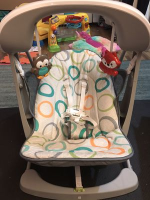 BABY swing and seat FISHER PRICE vibrates for soothing for Sale in Miramar, FL