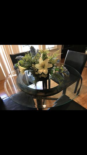 """Crate and Barrel Halo Table 42"""" Round for Sale in Redmond, WA"""