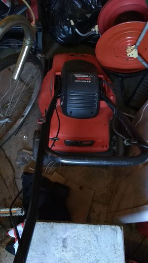 Black & Decker electric lawn mower excellent working condition $20 for Sale in Cleveland, OH