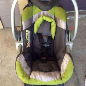 BABY TREND Flex-Loc Infant Car Seat with Base up 30lb for Sale in Austin, TX