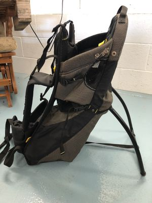 Snugli baby hiking carrier for Sale in Gibsonville, NC