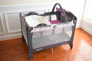 Graco Pack 'N Play with Reversible Napper and Changer for Sale in Arlington, VA