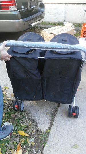 Twin Cat or Small to med Dogs Stroller$60.00 for Sale in Elizabeth, NJ