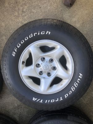 Toyota 265 70 16 rims and tires for Sale in Oceanside, CA