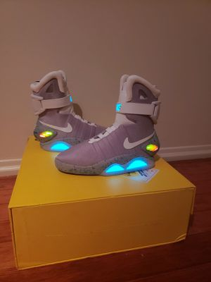 Nike Mag size 9 for Sale in Long Beach, CA