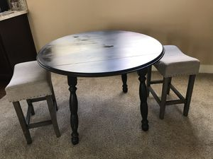 "42"" round table for Sale in Escondido, CA"