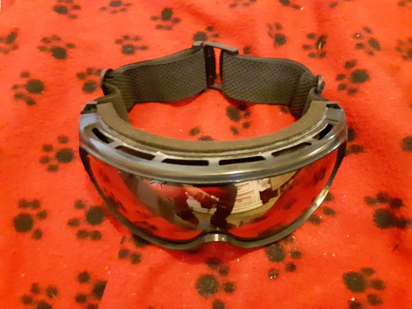 Clean snowboard goggles
