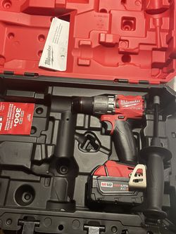 Milwaukee Fuel Hammer Drill And 5.0 Battery for Sale in Las Vegas,  NV