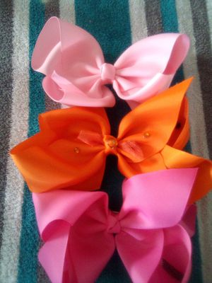 Girl large bows variety of colors for Sale in Moorhead, MS
