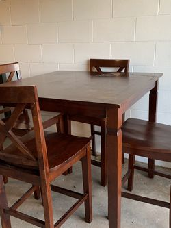 Bar table and four barstools kitchen dining set counter height for Sale in Dyer,  IN