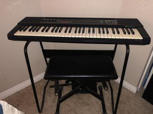 Casio keyboard and seat for Sale in Moreno Valley, CA