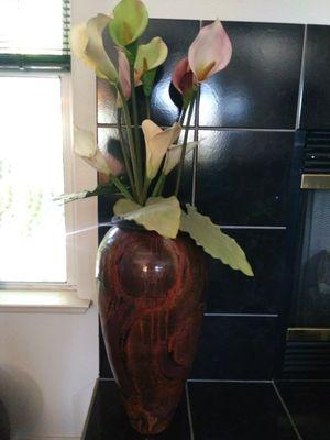 Big floor vase with flowers for Sale in Clovis, CA