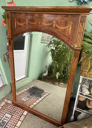 Beautiful wall mirror for Sale in Fort Lauderdale, FL