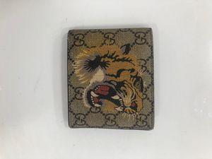 Gucci Bifold wallet GG Supreme Tiger beige for Sale in Pompano Beach, FL