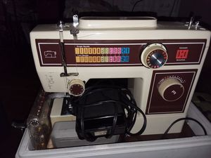 Vintage Sewing Machine for Sale in Queens, NY