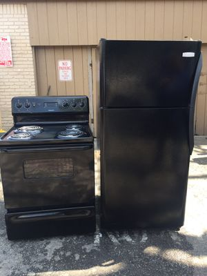 Stove and refrigerator for Sale in Dallas, TX