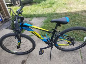 """Giant 26"""" mountain bike for Sale in Columbus, OH"""