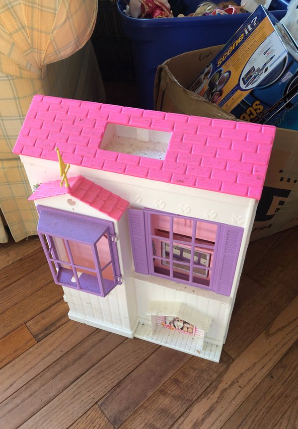 Free Barbie house needs to be cleaned up
