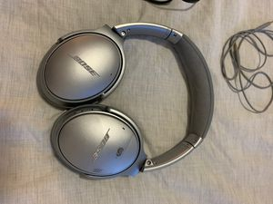 Bose speakers, noise cancelling , great condition, no scratches for Sale in Dublin, CA
