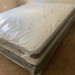 NEW QUEEN MATTRESS AND BOX SPRING INCLUDED for Sale in Greenacres, FL
