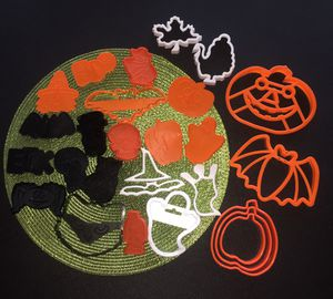 ~ 27 HALLOWEEN COOKIE CUTTERS ~ for Sale in Tinley Park, IL